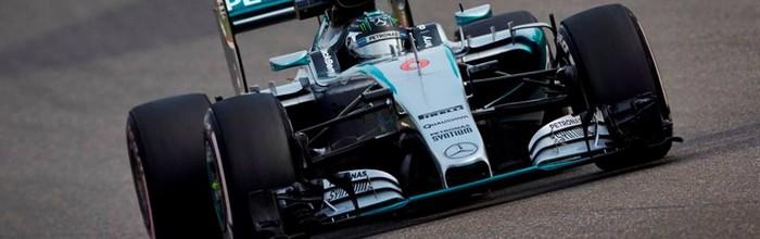 Sotchi-EL3-Grosse-frayeur-pour-Carlos-Sainz-Rosberg-en-tete