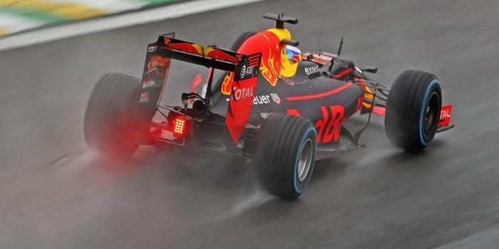 Red-Bull-Des-moteurs-Renault-badges-TAG-Heuer-jusqu-en-2018-inclus