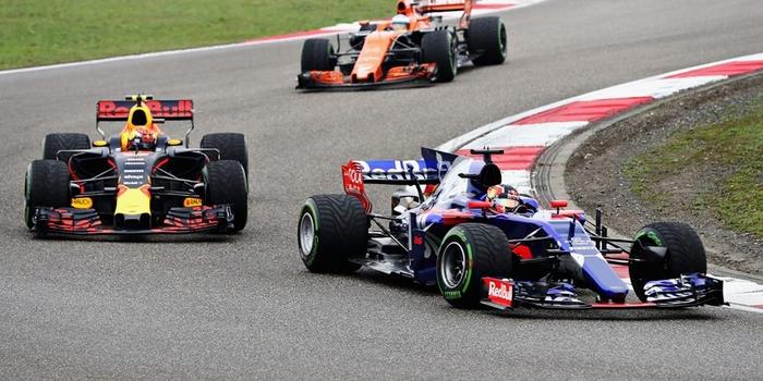 La-Chine-sourit-a-la-famille-Red-Bull