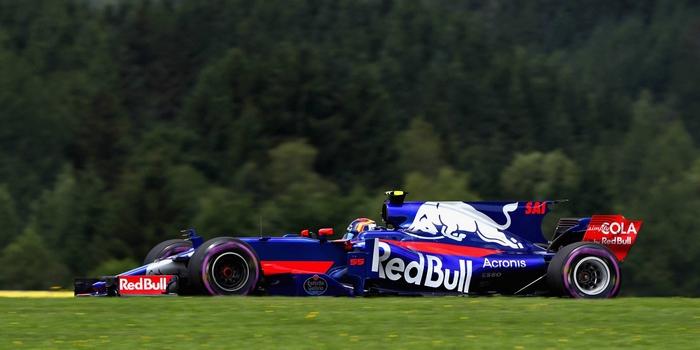 Carlos-Sainz-satisfait-de-sa-Toro-Rosso-Kvyat-frustre