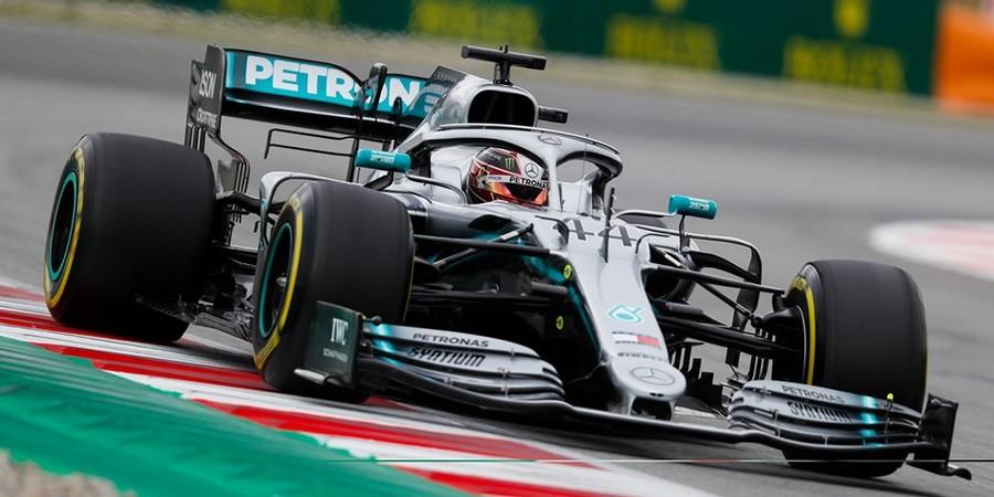 Barcelone-Course-Mercedes-sur-une-autre-planete-Renault-loin-du-compte