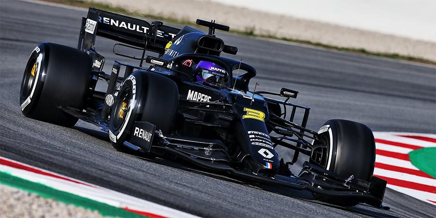 EP-J3-Renault-rattrape-son-retard-de-roulage-Mercedes-hausse-le-ton