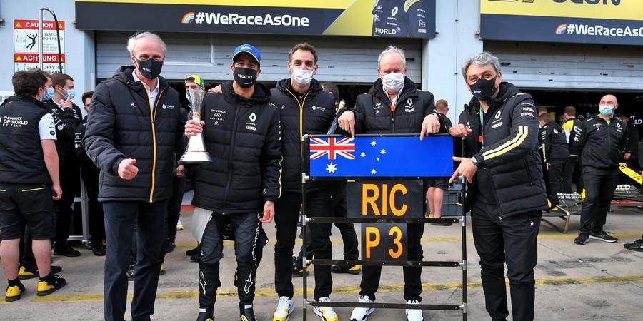 Un-podium-devant-l-Etat-major-de-Renault-et-une-rencontre-au-sommet-avec-Red-Bull