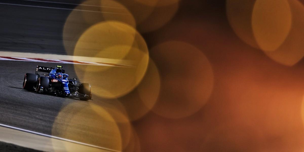 Bahrein-Course-Lewis-Hamilton-ne-lache-jamais-zero-point-et-du-travail-pour-Alpine