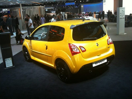 renault sport pr sente la nouvelle twingo rs confidential. Black Bedroom Furniture Sets. Home Design Ideas