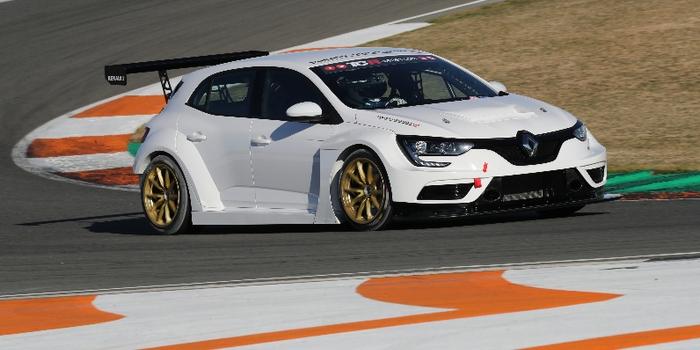 Premiere-apparition-sur-piste-officielle-de-la-Renault-Megane-IV-TCR