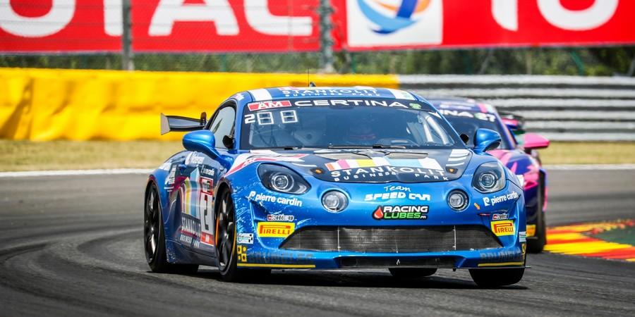 Des-Alpine-A110-GT4-en-pleine-forme-dans-le-monde-GT