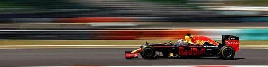Sepang-Course-Red-Bull-arrache-un-double-sensationnel