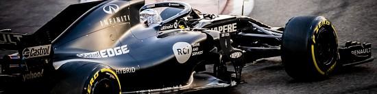 Fernando-Alonso-et-Guanyu-Zhou-en-piste-pour-Renault