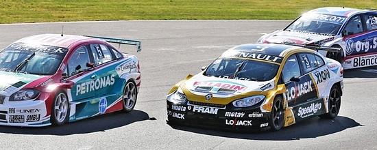 Renault-Sport-Argentina-prepare-la-saison-2015-de-Super-TC2000