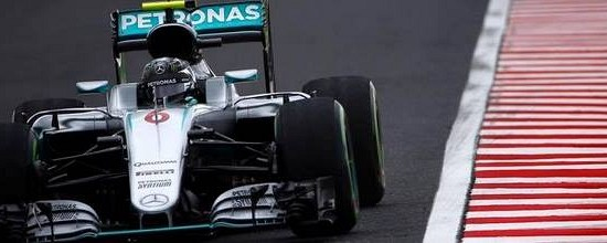 Suzuka-Course-Nico-Rosberg-taille-patron