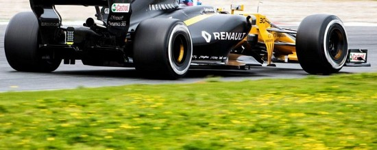 EP-J5-Des-tours-pour-la-famille-Red-Bull-des-soucis-pour-Renault