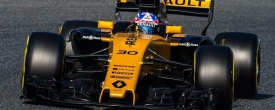 EP-J8-Toro-Rosso-et-Red-Bull-s-illustrent-Renault-plus-discret