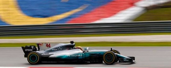 Malaisie-Qualif-Lewis-Hamilton-assomme-Ferrari