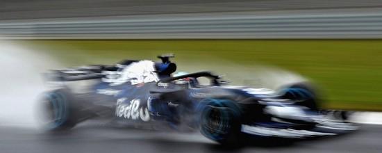 Sortie-de-piste-pour-la-nouvelle-Red-Bull-RB14-a-Silverstone