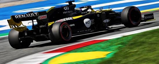 Russie-EL1-Valtteri-Bottas-devant-Daniel-Ricciardo