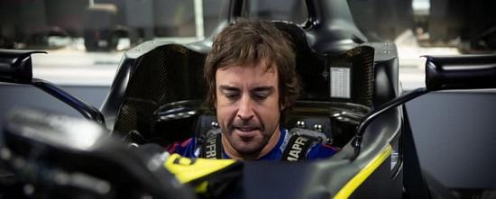 Fernando-Alonso-en-piste-avec-la-R-S-20-aux-essais-d-Abu-Dhabi