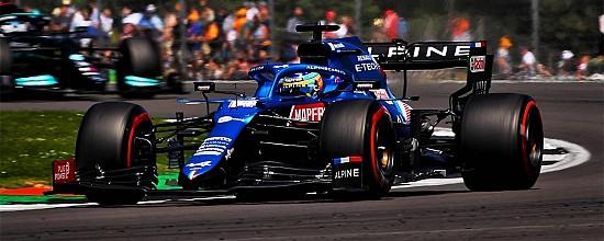 Grande-Bretagne-Course-Hamilton-grand-vainqueur-malgre-un-spectaculaire-accrochage